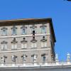 Papež med molitvijo Raduj nebeška se Gospa/Il Papa durante la preghiera del Regina Coeli