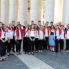 Cerkveni pevski zbor iz Ukev pred popoldansko mašo/Il Coro parrocchiale di Ugovizza prima della messa del pomeriggio