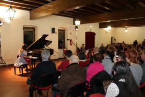 11Rossella Lupieri igra na klavir