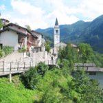 Pravljica znotraj vasi_<em>Una favola dentro al borgo</em>